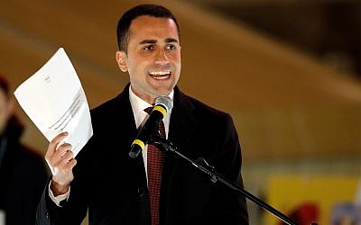 Five-Star Movement candidate premier, Luigi Di Maio, speaks at his party's final rally in Rome, Friday, March 2, 2018 (AP Photo/Andrew Medichini)