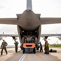 IDF and American troops unload a US Air Force cargo plane at an Israeli military base during the Juniper Falcon joint military exercise, February 2019. (US Army photo)