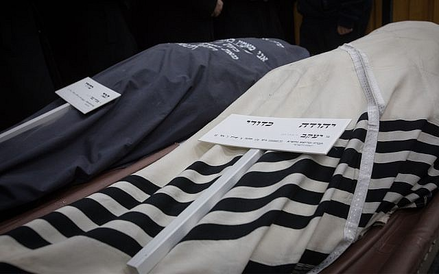 The funeral of Yehuda and Tamar Kaduri in Jerusalem, January 14, 2019. (Noam Revkin Fenton/Flash90)
