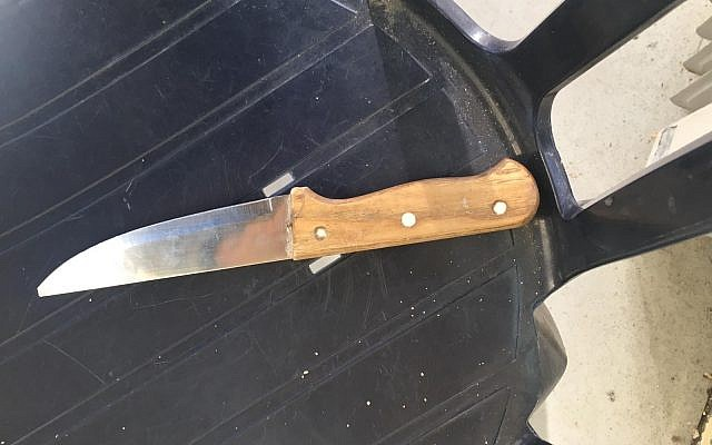 A knife carried by a Palestinian who tried to enter the Tomb of the Patriarchs holy site in the West Bank city of Hebron, February 3, 2019 (Israel Police)