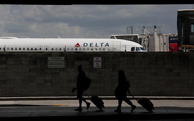 Travelers walk to their terminal at the Fort Lauderdale–Hollywood International Airport on June 29, 2018 (AP Photo/Brynn Anderson)