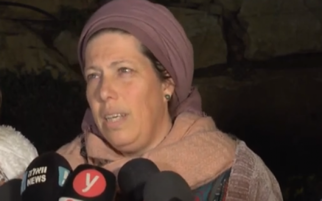 Na'ah Ansbacher, mother of murder victim Ori, speaks to reporters outside her home in the Tekoa settlement on February 9, 2019. (Screen capture/YouTube)