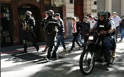Argentinian security forces hold a drill near the Israeli embassy in Buenos Aires, February 3, 2018 (Argentine Police)