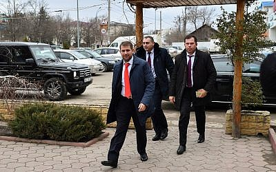 Moldova's parliamentary candidate Ilan Shor, businessman, leader of his self-named party and the mayor of the town of Orhei, arrives to meet with supporters during a campaign event in the city of Comrat on February 15, 2019. (Daniel MIHAILESCU/AFP)