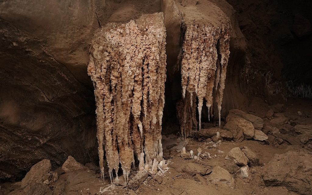 A massive stalactite formation in the Malcham Cave near the Dead Sea on March 22, 2019. (courtesy Ruslan Paul/Hebrew Unviersity)