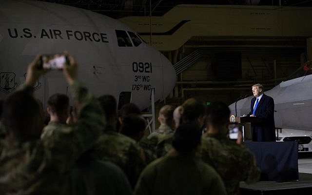 US President Donald Trump speaks to US troops at Joint Base Elmendorf-Richardson in Anchorage, Alaska, February 28, 2019. (SAUL LOEB / AFP)