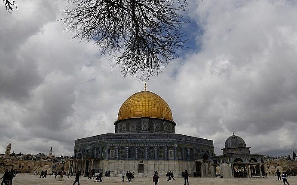 Firefighters quickly extinguish blaze at Al-Aqsa Mosque — Waqf official