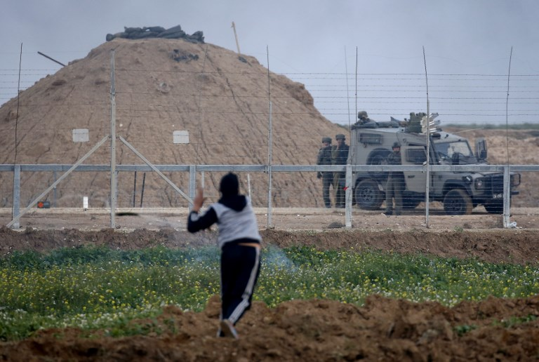 21 Gazans said wounded by Israeli fire as thousands riot on border