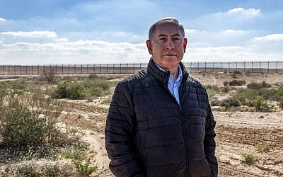 Prime Minister Benjamin Netanyahu visits the border with Egypt at the southern village of Nitzana in the Negev desert on March 7, 2019. (Jim Hollander/Pool/AFP)