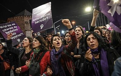 Women shout slogans as Turkish anti-riot police officers try to push them back during a rally marking International Women's Day on Istiklal avenue in Istanbul on March 8, 2019. (Ozan Kose/AFP)
