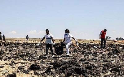 The rescue team carries collected bodies in bags at the crash site of Ethiopia Airlines near Bishoftu, a town some 60 kilometers (37 miles) southeast of Addis Ababa, Ethiopia, on March 10, 2019. (Michael TEWELDE / AFP)
