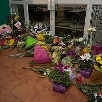 Flowers are placed on the front steps of the Wellington Masjid mosque in Kilbirnie in Wellington, on March 15, 2019, after a shooting attack at two mosques in Christchurch, New Zeland. (Marty Melville/AFP)