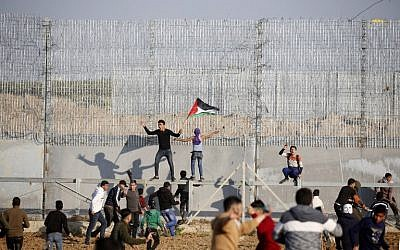 Palestinians riot on the border fence with Israel east of Gaza City on March 22, 2019. (Said Khatib/AFP)
