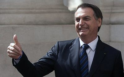 Brazil's President Jair Bolsonaro gives his thumb during a state visit in Santiago, Chile on March 23, 2019. (CLAUDIO REYES / AFP)