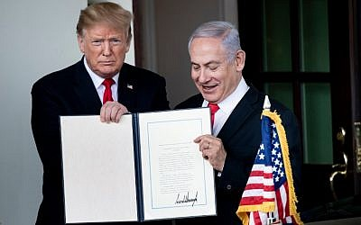 US President Donald Trump (L) and Prime Minister Benjamin Netanyahu hold up a Golan Heights proclamation outside the West Wing after a meeting at the White House on March 25, 2019, in Washington. (Brendan Smialowski/AFP)
