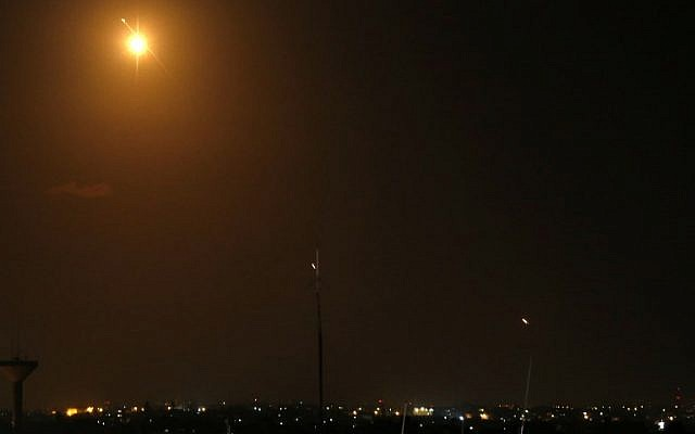 A  missile (top L)  from Israel's Iron Dome air defense system lights the sky as rockets (C and R) are fired from the Gaza Strip toward Israel on March 25, 2019. (Said KHATIB / AFP)