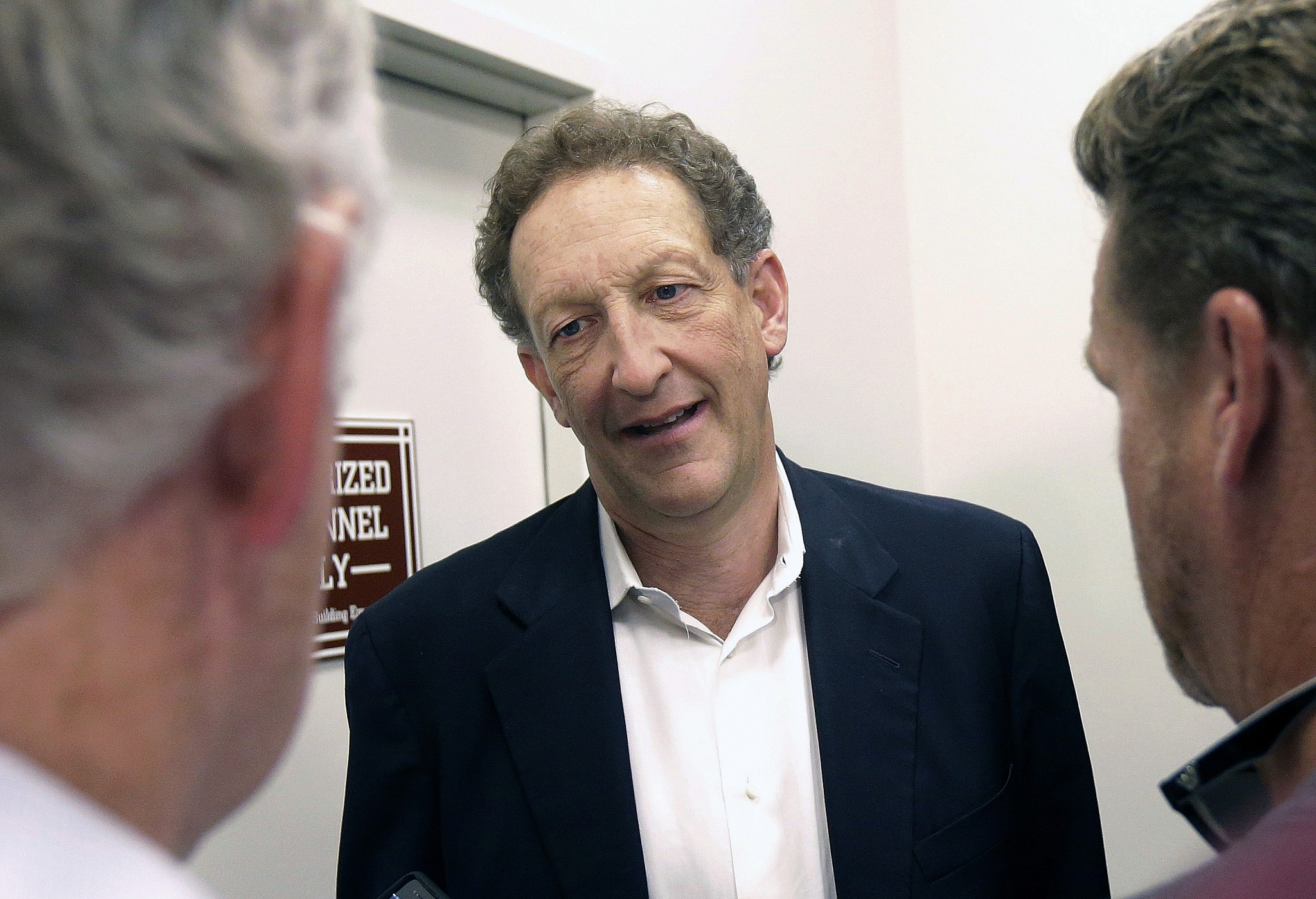Giants CEO Larry Baer taking 'personal time' away