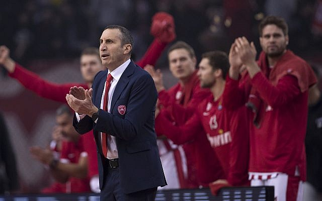 Olympiakos coach David Blatt celebrates a point during a Euroleague basketball match between Panathinaikos and Olympiakos in Piraeus near Athens, on January 4, 2019. (AP Photo/Petros Giannakouris)