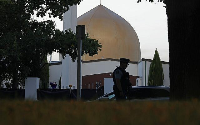 A police officer stands guard in front of the Masjid Al Noor mosque in Christchurch, New Zealand, Sunday, March 17, 2019. (AP/Vincent Yu)