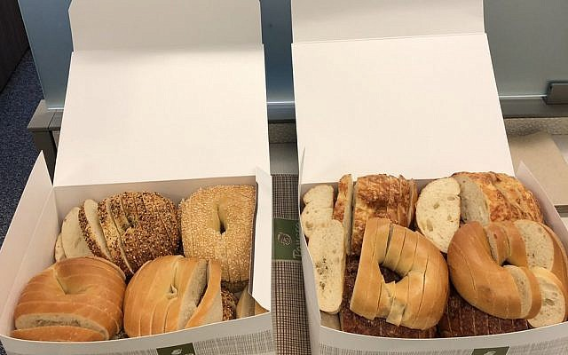 Bagels sliced like bread cause internet outrage. (Twitter)