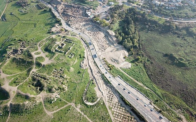 Aerial view of Route 38 as it bisects Tel Beit Shemesh. (Courtesy of the Israel Antiquities Authority, photograph: Tal Rogovsky)