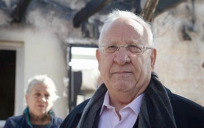 President Reuven Rivlin meets with residents from Nataf, outside of Jerusalem, on November 27, 2016. (Mark Neyman/GPO)