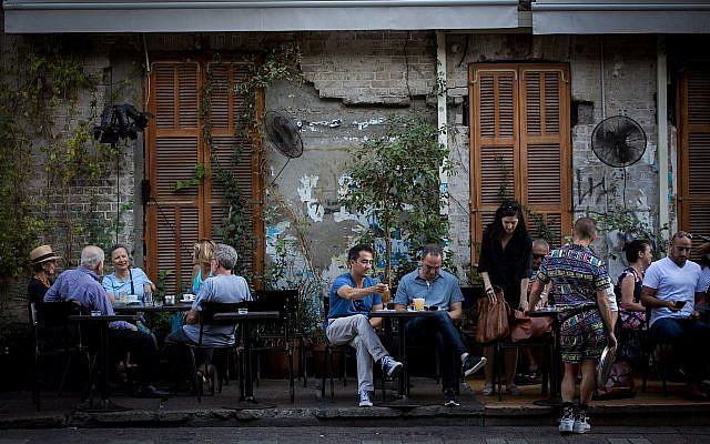 Diners sit at Rothschild 12 restaurant on Rothschild Boulevard in Tel Aviv, on June 22, 2017 (Miriam Alster/FLASH90)