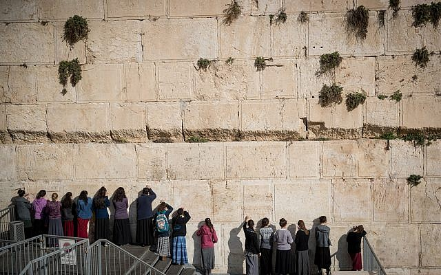 Jewish girls at the pluralistic prayer section at the Western Wall in Jerusalem Old City, January 3, 2018. (Yonatan Sindel/Flash90)