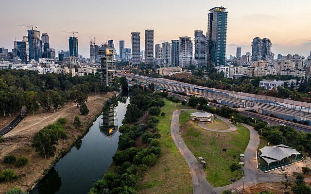 Tel Aviv skyline, September 10, 2018 (Matanya Tausig/FLASH90)