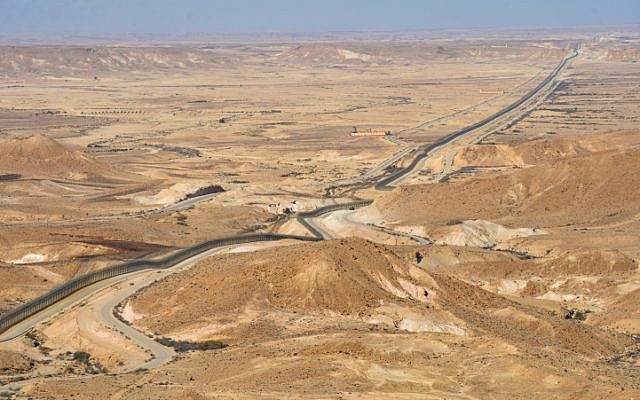 View of the border area between Israel and Egypt as it seen from Route 10, southern Israel, on December 5, 2018. (Yossi Zeliger/Flash90)