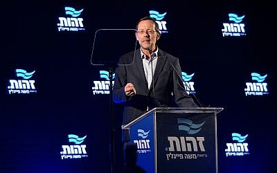 Moshe Feiglin, head of Zehut, speaks at the party's campaign opening event in Tel Aviv on January 30, 2019. (Flash90)