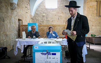 An ultra-Orthodox man casts his vote at the Tzfat Likud polling station on February 5, 2019 in the party's primaries. (David Cohen/Flash90)