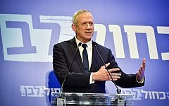 Benny Gantz gives a statement to the media in Tel Aviv, February 28, 2019. (Flash90)