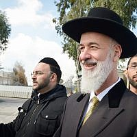 Former chief rabbi Yona Metzger leaves Ma'asiyahu Prison after serving his bribery sentence, March 6, 2019. (Yehuda Haim/Flash90)