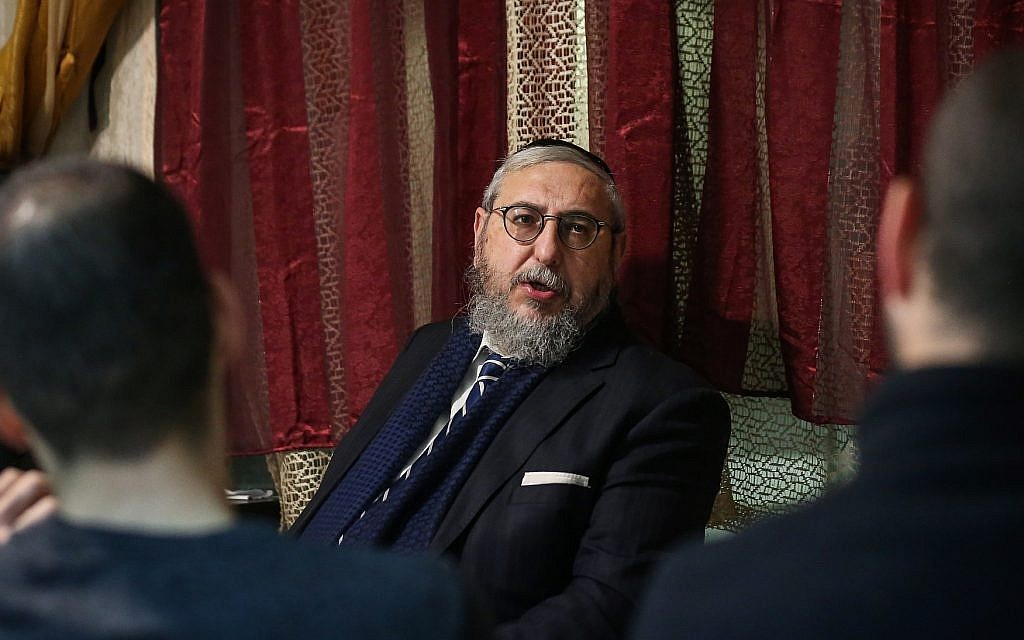 Zehut party number two Rabbi Haim Amsalem speaking to potential voters in Safed, March 9, 2019. (David Cohen/Flash90)