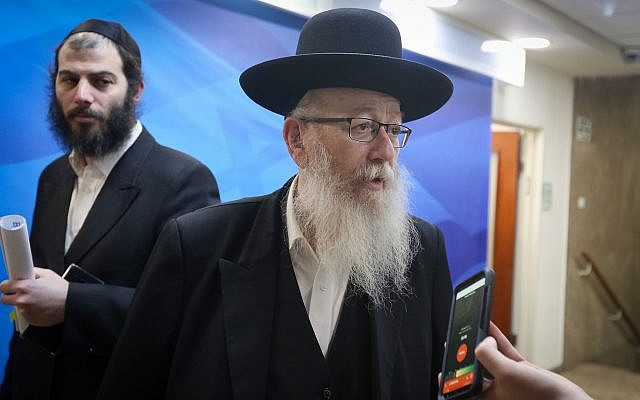 Deputy Health Minister Yaakov Litzman arrives at the weekly cabinet meeting at the Prime Minister's Office in Jerusalem, March 10, 2019. (Marc Israel Sellem/POOL)