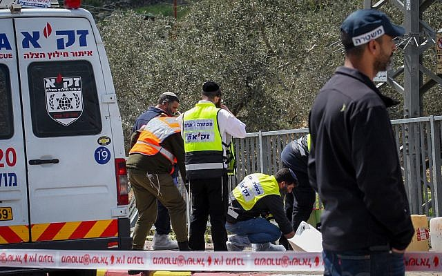 Israeli security forces at the scene of a deadly attack near the Gitia junction in the West Bank, on March 17, 2019. (Flash90)