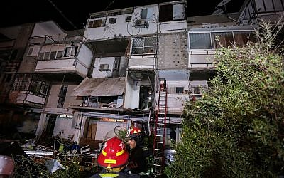 The apartment where a balcony collapsed due to gas explosion, Ashkelon, March 17, 2019. (Tomer Shunem Halevi/Flash90)