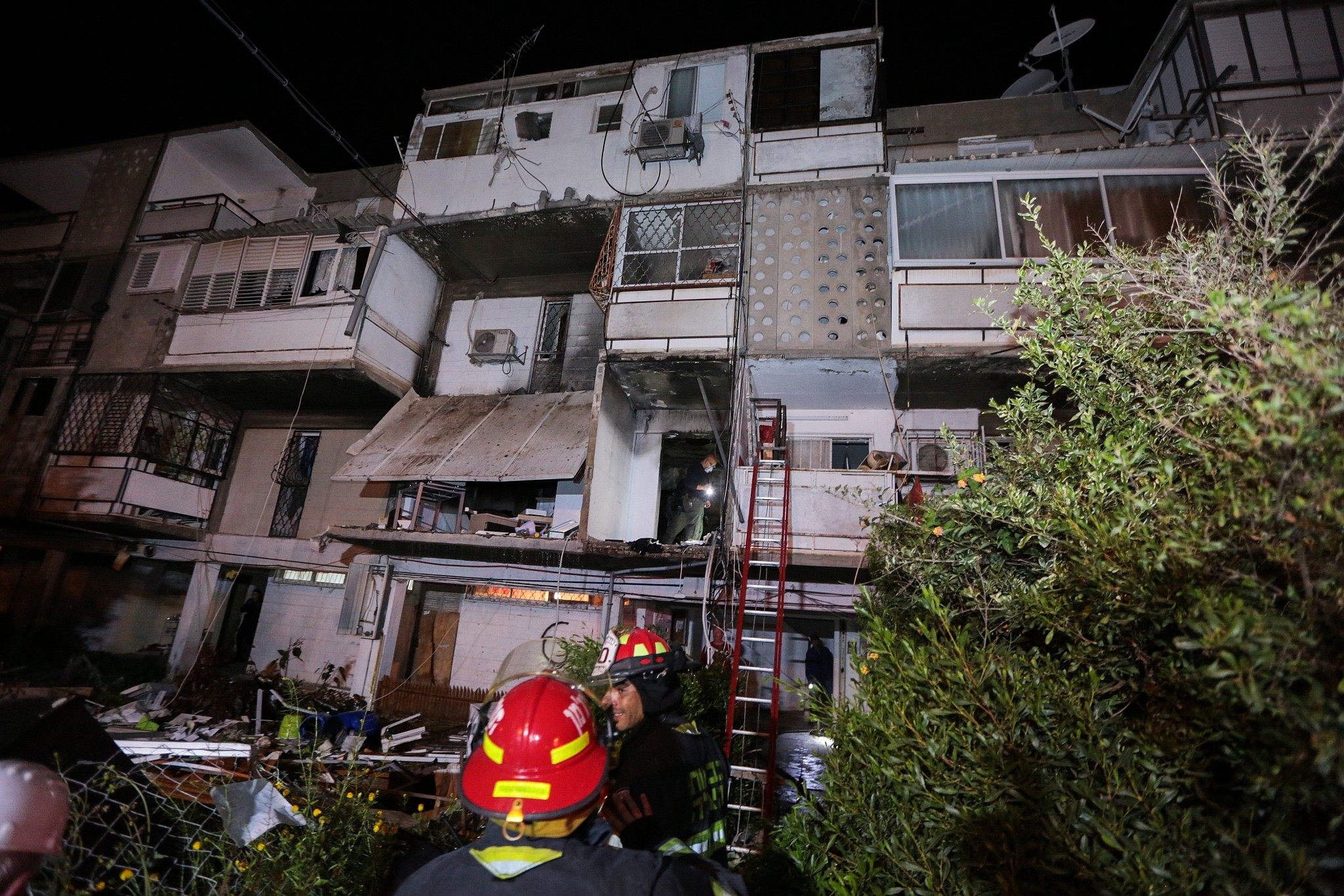 Woman hurt as gas explosion causes Ashkelon building to