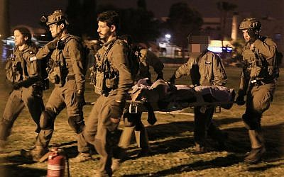 Israeli soldiers evacuate a wounded guard of the Israel Prison Service to Soroka Hospital in Beersheba, southern Israel, on March 24, 2019. (Meir Even Haim/Flash90)