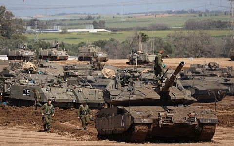 IDF tanks stationed near the Israeli Gaza border on March 26, 2018. (Yonatan Sindel/Flash90)