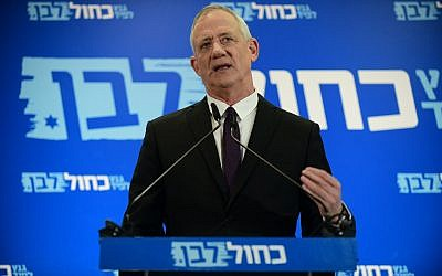 Blue and White party leader Benny Gantz gives a campaign speech in Tel Aviv on March 27, 2019. (Tomer Neuberg/Flash90)
