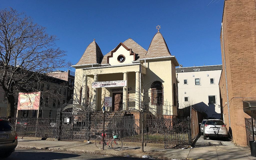 Exterior, Chevra Anshei Lubawitz in Borough Park, New York. The synagogue was completed in 1907 in the tenement synagogue style. (Courtesy David Shor)