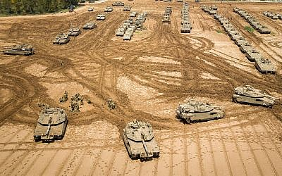 IDF tanks stationed near the Gaza border, March 27, 2019. (Dudi Modan/Flash90)