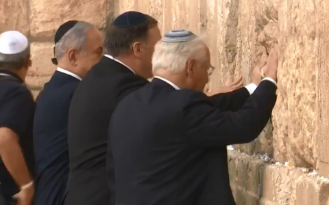 (L-R) Prime Minister Benjamin Netanyahu, US Secretary of State Mike Pompeo and US Ambassador to Israel David Friedman visit the Western Wall in the Jerusalem Old City on March 21, 2019. (Screenshot: Twitter)