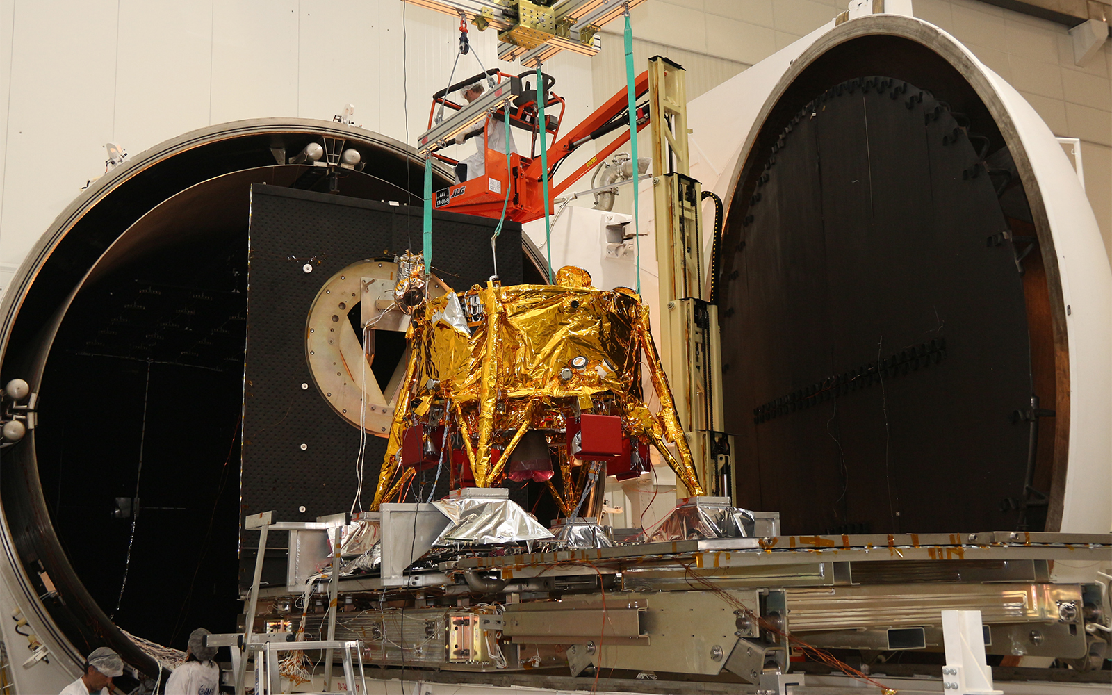 Israeli spacecraft fails to become first commercial moon lander