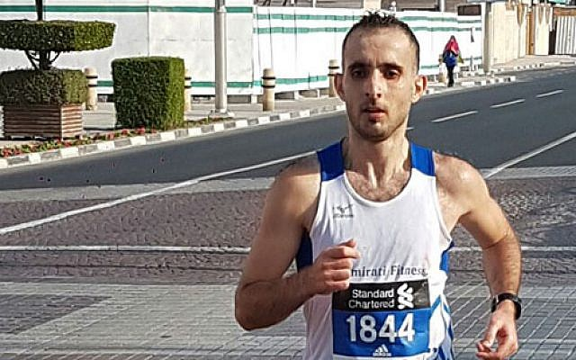 Hasan Aljijakli running in a marathon in the UAE (screenshot )