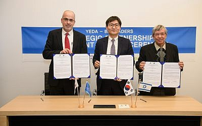 Yeda CEO Gil Granot-Mayer (left to right) BioLeaders CEO, Dr. Young-Chul Park and Weizmann Institute Vice President for Technology Transfer Prof. Mordechai Sheves (Weizmann Institute of Technology)