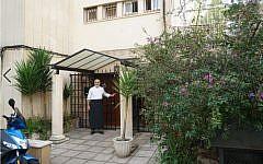 Toni Pinya enters the synagogue of Palma de Mallorca, Spain, February 11, 2019. (Cnaan Liphshiz)