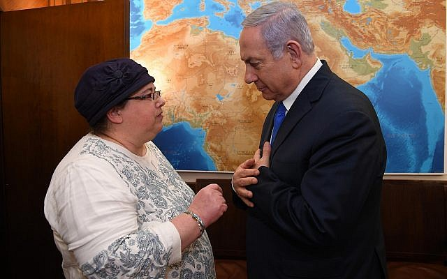 Prime Minister Benjamin Netanyahu meets with Osna Haberman, sister of the slain Sgt. First Class Zachary Baumel, in Jerusalem on April 3, 2019 (Haim Zach/GPO)